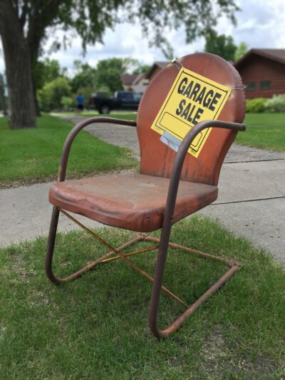 garage-sale-sign-2261502_1920